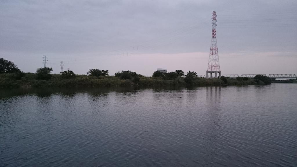 荒川の秋ヶ瀬付近の夕暮れ